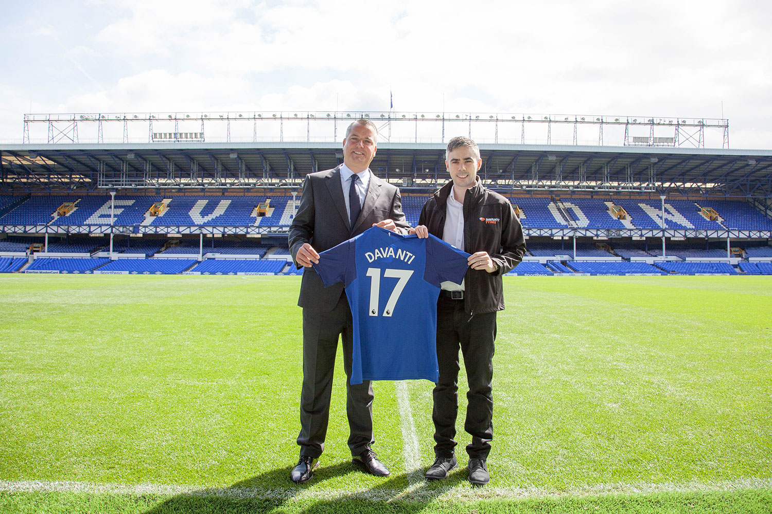 Davanti Tyres Wheels Out a Three-Year Partnership Deal with Everton Football Club